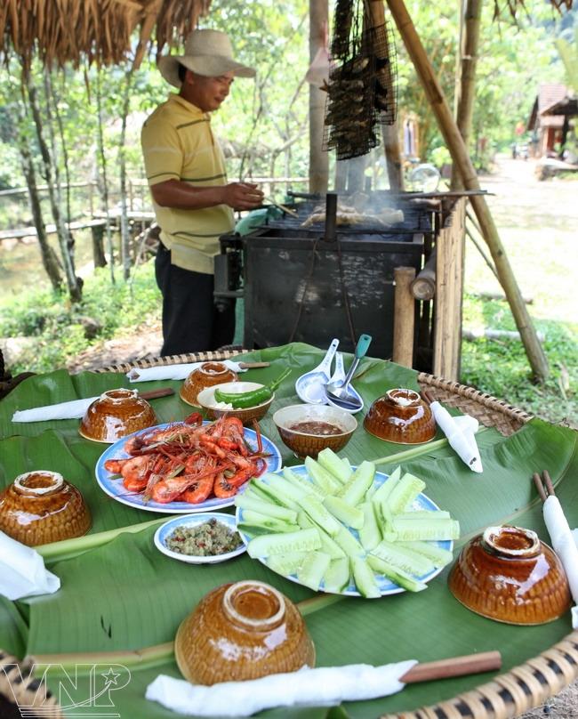 Les visiteurs peuvent y déguster des spécialités culinaires locales.