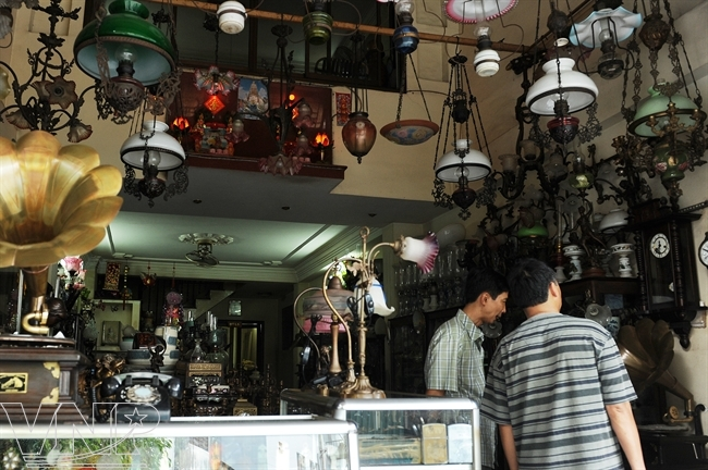 Les boutiques sont ouvertes de 9 à 17 heures tous les jours.