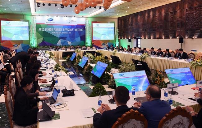 19일 오전 꽝남성 호이안시에서 APEC 재무장관회의(FMM)와 관련 회의기간중에 재정에 대한 고급인사 회의를 진행하였다. 사진은 재무장관회의의 모습. 사진: 안드앙(An Đăng)/베트남통신사