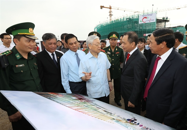 Party General Secretary Nguyen Phu Trong visited VINFAST auto complex as a part of his working trip to the northern coastal city of Hai Phong on November 14. The 1.5 billion US Dollars complex located in Dinh Vu-Cat Hai Economic Zone has a designed capacity of 500000 units. At the first phase the plant will manufacture five-seat sedan and seven-seat SUV models and electric motorbikes with the annual output of 100000- 200000 units. Photo: Tri Dung/VNA