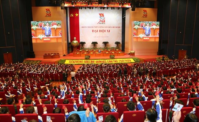 10 декабря 2017 года в Ханое началась работа первой сессии 11-ого Съезда срока 2017-2022гг. Коммунистического Союза Молодёжи Вьетнама им. Хо Ши Мина в которой приняли участие 1000 делегатов из 64 млн членов Союза Молодёжи Вьетнама. Работа Съезда продолжается по 13 декабря. Фото: ВИА.