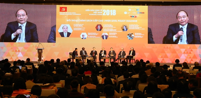 On January 11 in Hanoi Prime Minister Nguyen Xuan Phuc attended the high level policy dialogue under the 2018 Vietnam Economic Forum with the theme Fast and sustainable development: new challenges and momentums. Photo: Thong Nhat/VNA