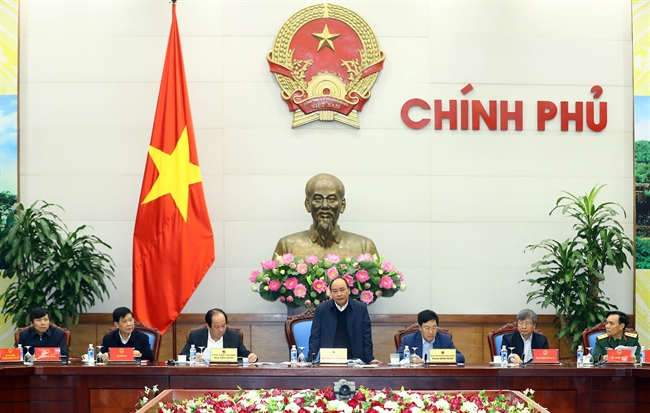 On January 13 Prime Minister Nguyen Xuan Phuc chaired a meeting in Hanoi to review the Vietnam-Laos cooperation last year and plan the implementation for 2018. Photo: Thong Nhat/VNA