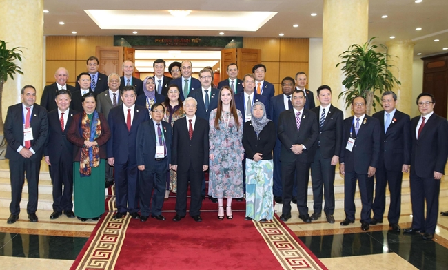 On January 29 Party General Secretary Nguyen Phu Trong received the Chairmen Vice Chairmen and delegation heads of the member parliaments of the Asia-Pacific Parliamentary Forum (APPF) who are in Vietnam for the forums 26th Annual Meeting. Photo: Lam Khanh/VNA