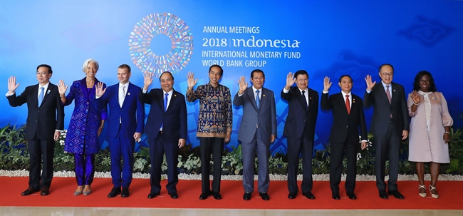 Prime Minister Nguyen Xuan Phuc attended the opening session of the annual meeting of the International Monetary Fund (IMF) and the World Bank (WB) in Bali Indonesia on October 12. In the photo: Heads of delegations attending the session. Photo: Thong Nhat/VNA