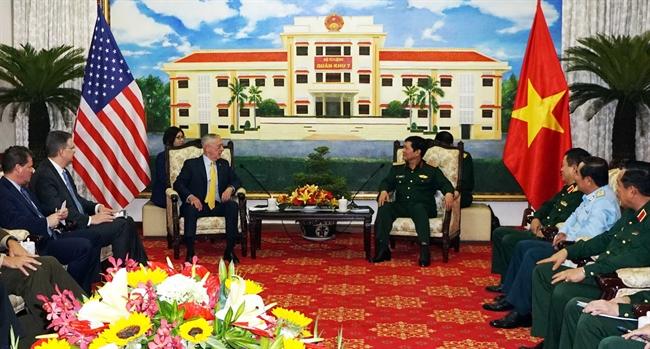2018年10月16日、ベトナムのホーチミン市において、ベトナムのゴ・スアン・リック国防大臣はジェームズ・ノーマン・マティスアメリカ合衆国国防長官率いるアメリカ合衆国の代表団と会見した。撮影:スアン・クーベトナム通信社