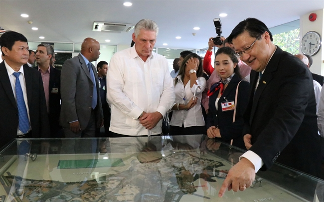 President of the Council of State and Council of Ministers of Cuba Miguel Mario Diaz-Canel Bermudez visited the Saigon Hi-tech Park (SHTP) on November 10. In the photo: Head of the high-tech park management board introduces the SHTP to the Cuban leader. Photo: Tien Luc/VNA