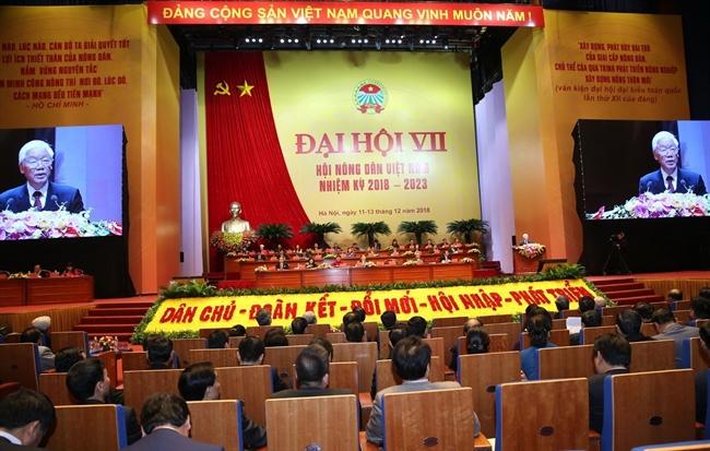 El 12 de diciembre de 2018 el VII Congreso de la Asociación de Agricultores de Vietnam (mandato 2018 – 2023) inauguró solemnemente en Hanoi. El secretario general del Partido Comunista y presidente de Estado Nguyen Phu Trong el primer ministro Nguyen Xuan Phuc la presidenta de la Asamblea Nacional Nguyen Thi Kim Ngan junto con muchos dirigentes exdirigentes de Partido y Estado asistieron a la ceremonia de inauguración con la presencia de casi mil delegados que representan a más de 10 millones de miembros y cultivadores del país. En la foto: El secretario general del Partido Comunista y presidente de Estado Nguyen Phu Trong pronunció un discurso de orientación en el Congreso. Foto: Tri Dung – VNA
