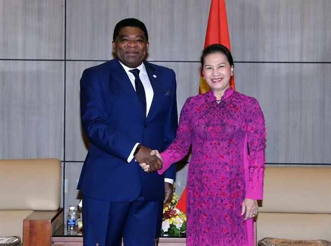 National Assembly Chairwoman Nguyen Thi Kim Ngan received Secretary General of the Inter-Parliamentary Union (IPU) Martin Chungong in Da Nang on December 17 during his attendance the conference of the National Assembly and the Sustainable Development Goals in Vietnam. Photo: Trong Duc/VNA