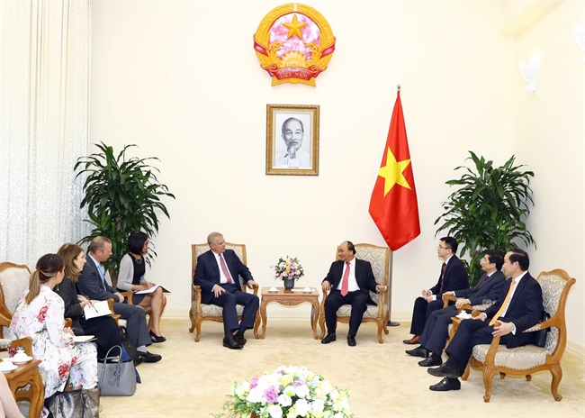 2018年12月4日の午後、政府の本部においては、グエン・スアン・フック首相はベトナムを公式訪問するヨーク公爵アンドルー王子を歓迎した。撮影:トン・ニャット―ベトナム通信社