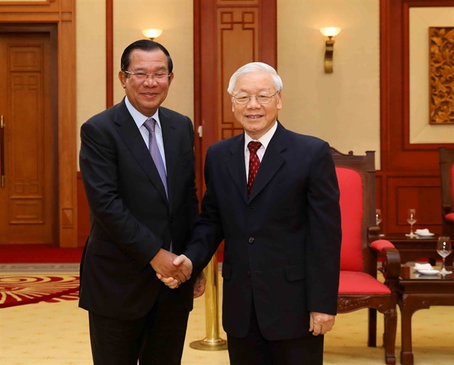 12月7日下午,越共中央总书记、国家主席阮富仲在党中央总部会见对越南进行正式访问的柬埔寨首相洪森。越通社记者 芳花 摄