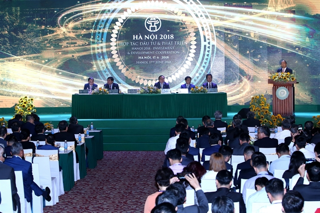 The conference Hanoi 2018 - Investment and Development Cooperation took place in Hanoi on June 17 with the aim of further luring  foreign investors. Prime Minister Nguyen Xuan Phuc attended and addressed the conference. Photo: Thanh Giang/VNP