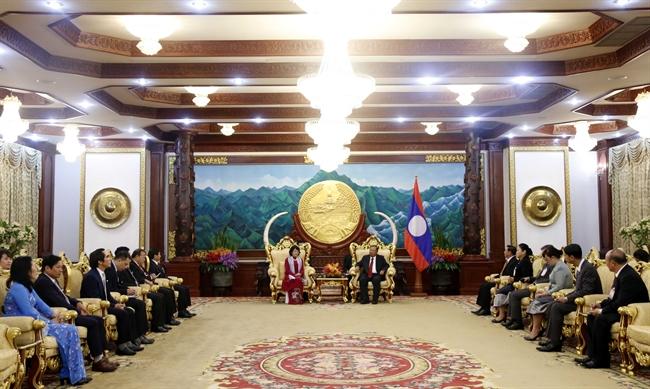 В рамках официального визита в Лаос во второй половине дня 19 июня 2018 года в Вьентьян высокопоставленная делегация Вьетнама во главе с вице-президентом Данг Тхи Нгок Тхинь навестила генерального секретаря ЦК НРПЛ президента Лаоса Б. Ворачита. Фото: Фам Киен/ВИА