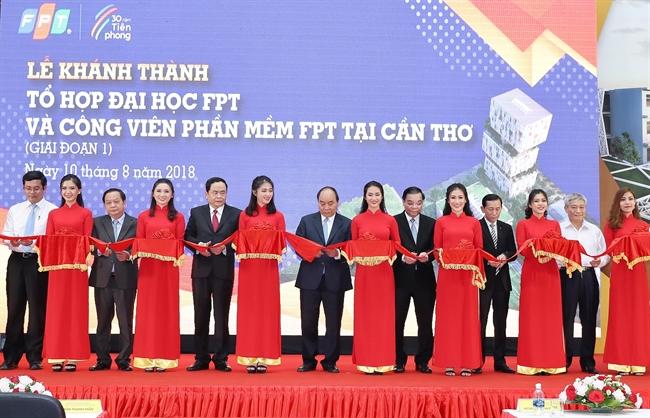 Во воторой половине дня 10 августа 2018 года в городе Кантхо премьер-министр Вьетнама Нгуен Суан Фук принял участие в церемонии завершения строительства 1-ого этапа учебного комплекса и парка технологий FPT. На фото: Церемония завершения строительства 1-ого этапа. Фото: Тхонг Нят/ВИА