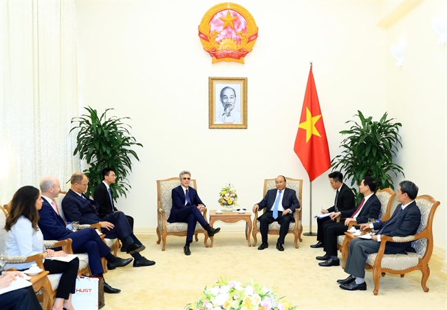 Prime Minister Nguyen Xuan on September 21 hosted a reception in Hanoi for Bill McDerMott CEO of German business software group SAP. Photo: Thong Nhat/VNA