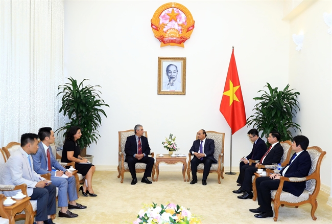 Prime Minister Nguyen Xuan Phuc on September 23 received World Federation of Trade Unions General Secretary George Mavrikos on the occasion of his visit to Vietnam to attend the 12th congress of the Vietnam General Confederation of Labor. Photo: Thong Nhat/VNA