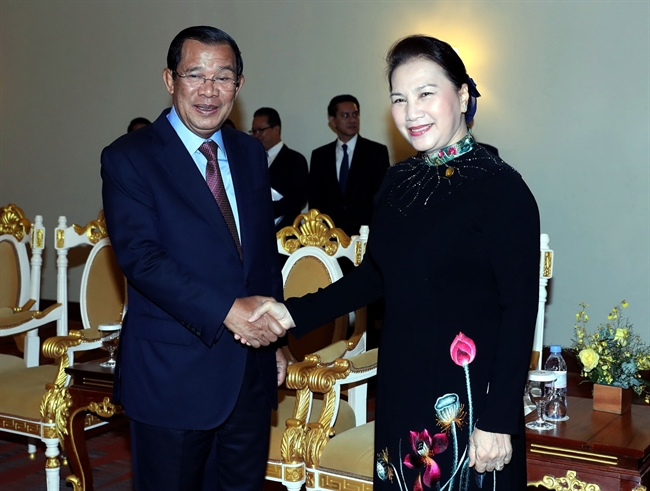 On the occasion of the attendance of the 27th Annual Meeting of the Asia-Pacific Parliamentary Forum (APPF-27) in Siem Reap Cambodia National Assembly Chairwoman Nguyen Thi Kim Ngan met with Cambodian Prime Minister Samdech Techo Hun Sen on January 15. Photo: Trong Duc/VNA