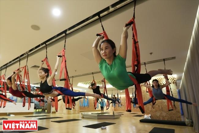 Йога на гамаках (аэройога) во Вьетнаме