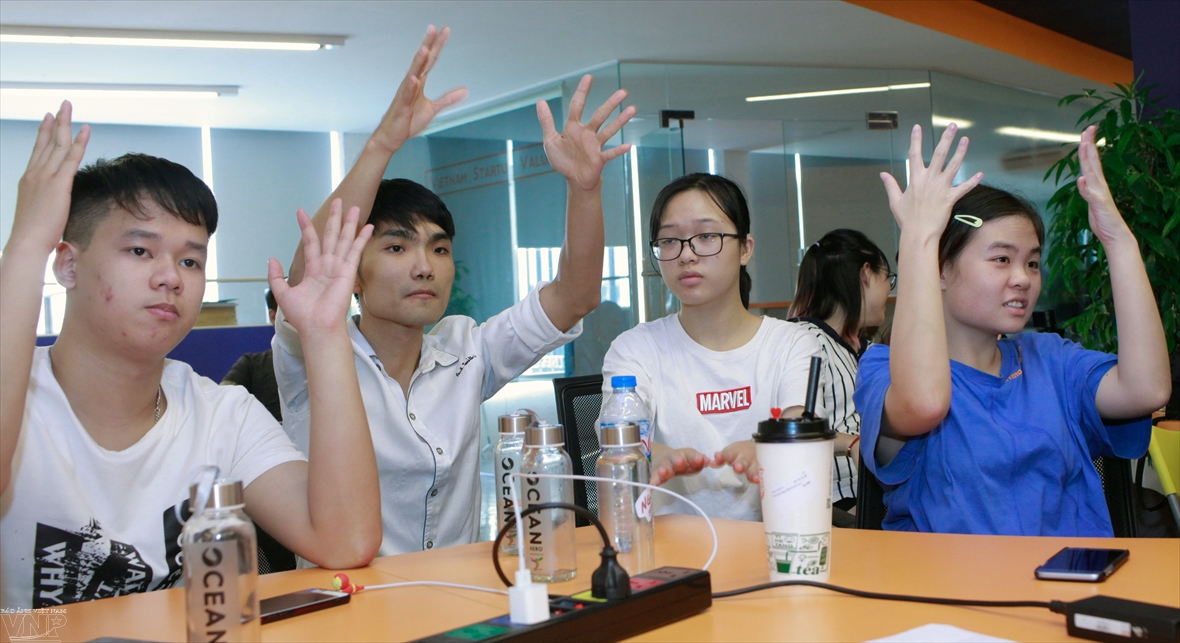 Startup training inspires deaf people