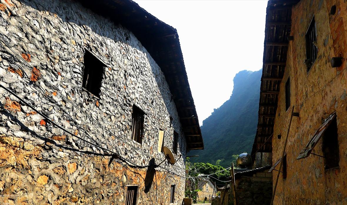 Каменные постройки в горном селении Кхуойки