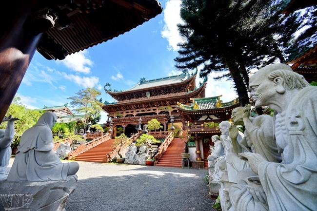 ザライ省プレイク市のミンタイン寺