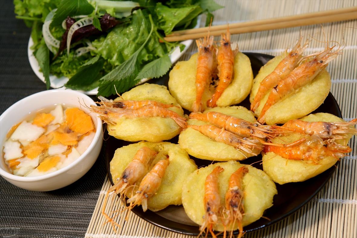 Жареный пирог с креветками специальное блюдо в Ханое