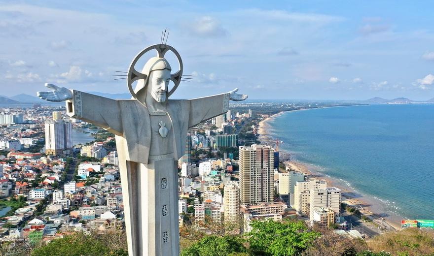 Самая большая статуя Иисуса Христа в Азии