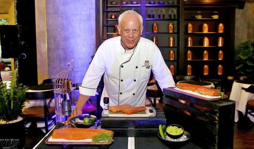 John Burton-Races 氏-外国人の友達にベトナムの飲食を紹介する人