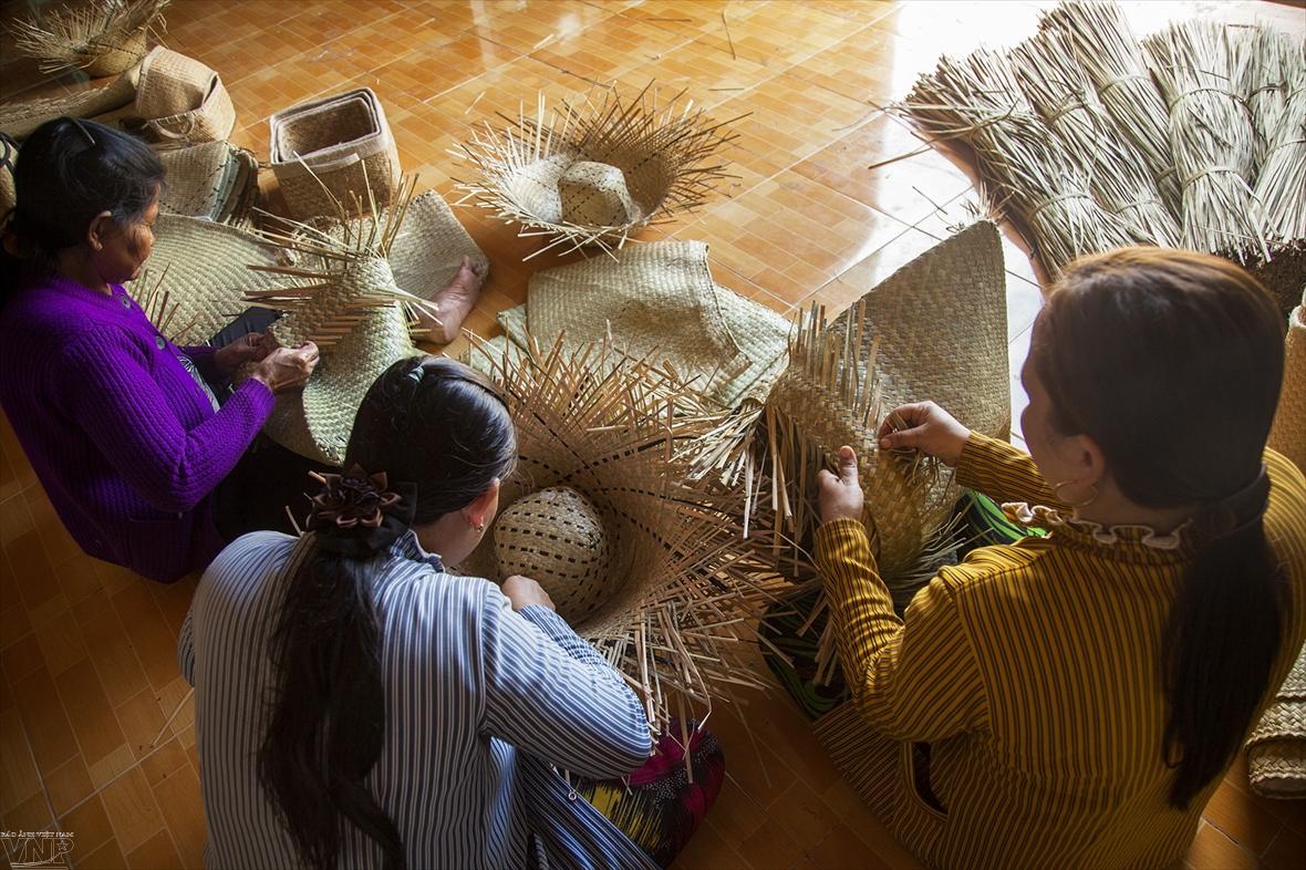 Phú Mỹ phát triển nghề thủ công từ cỏ bàng