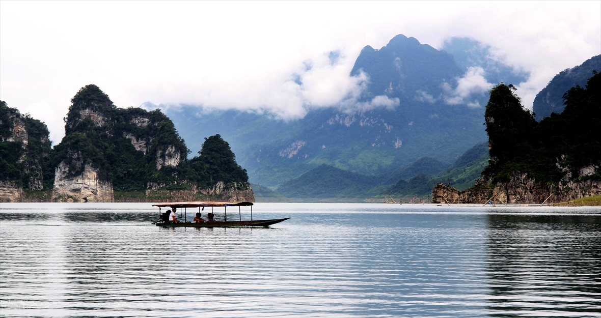 Heavenly Na Hang lake