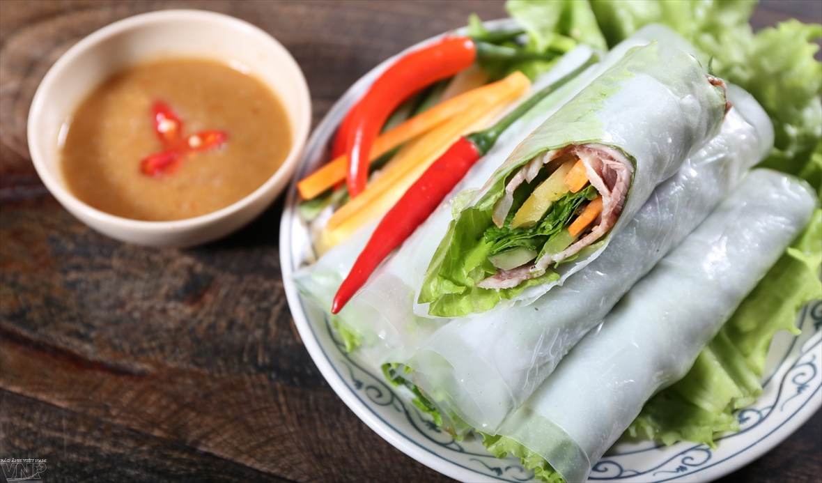 Boiled-beef summer rolls