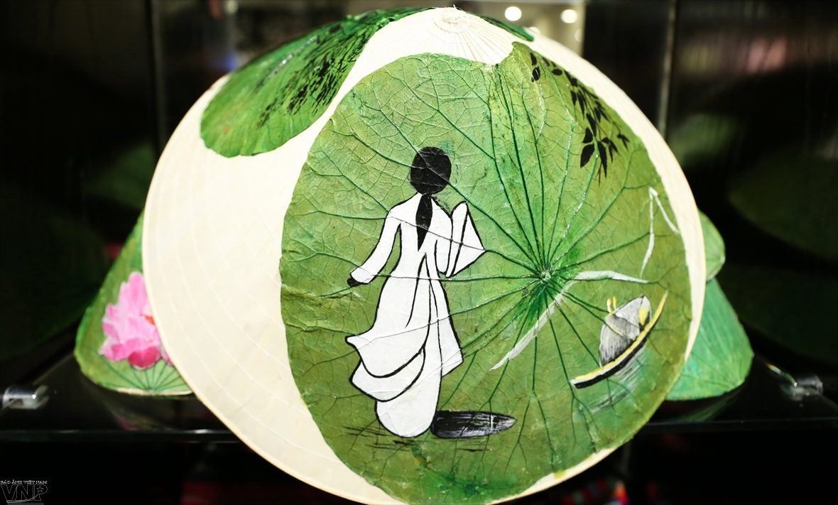 Живопись на листьях лотоса