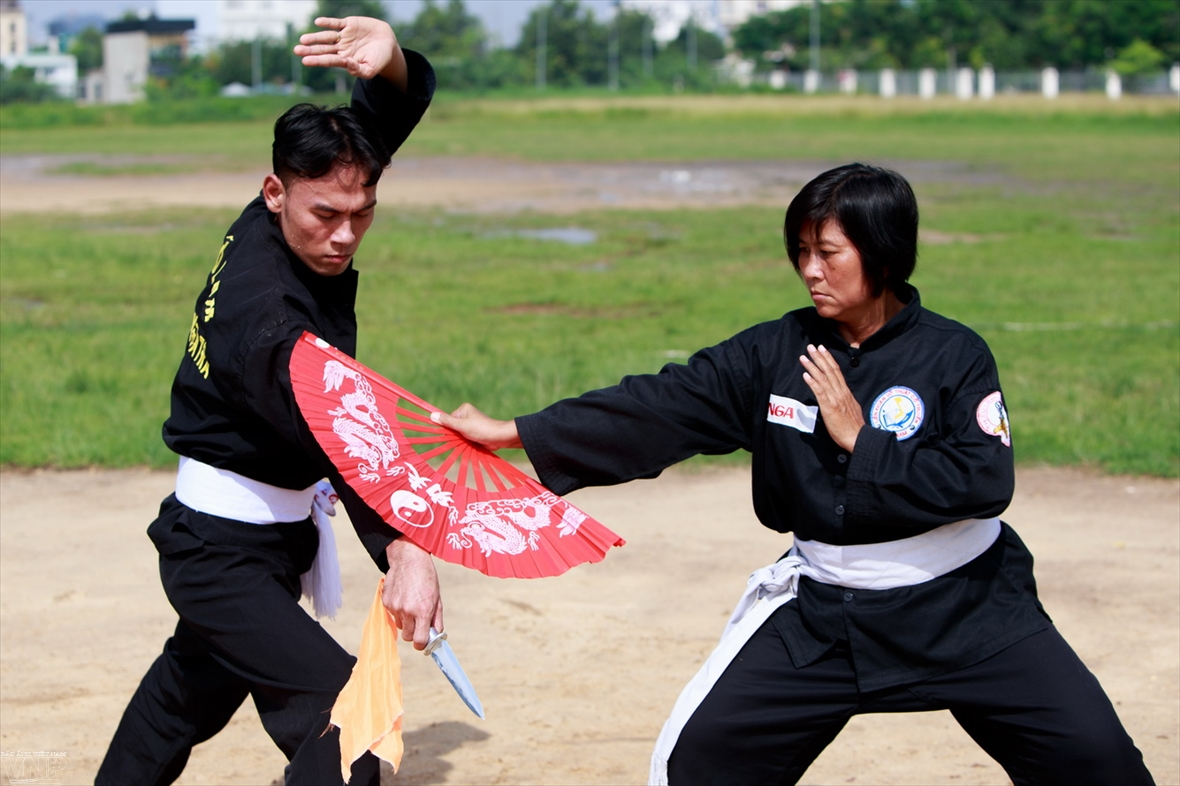 The fighting fan martial arts