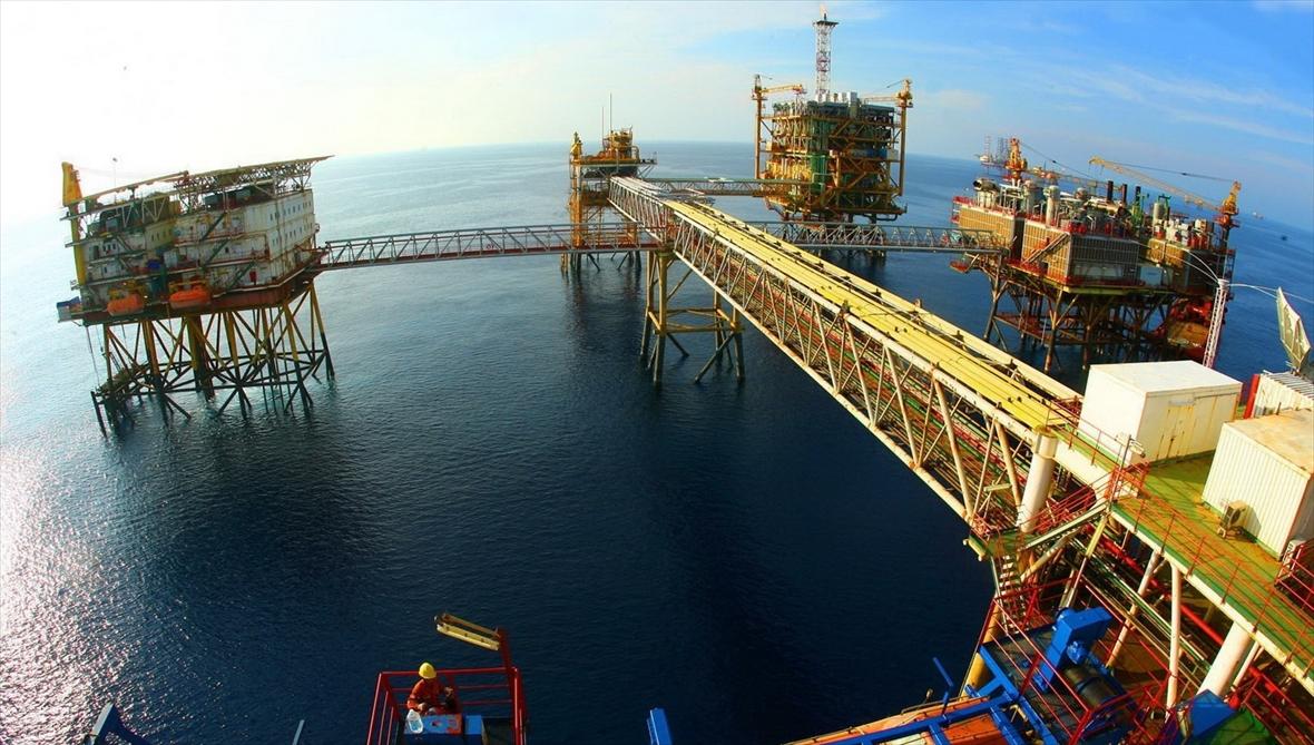Lindustrie pétrogazière face à une  double crise