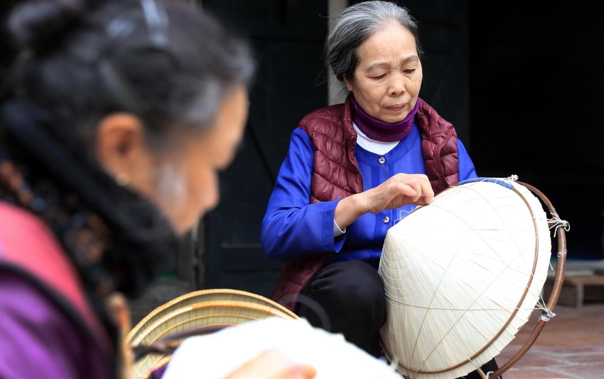 빈 틴 (Vĩnh Thịnh) 전통 논 모자 - 백년 된 공예  마을