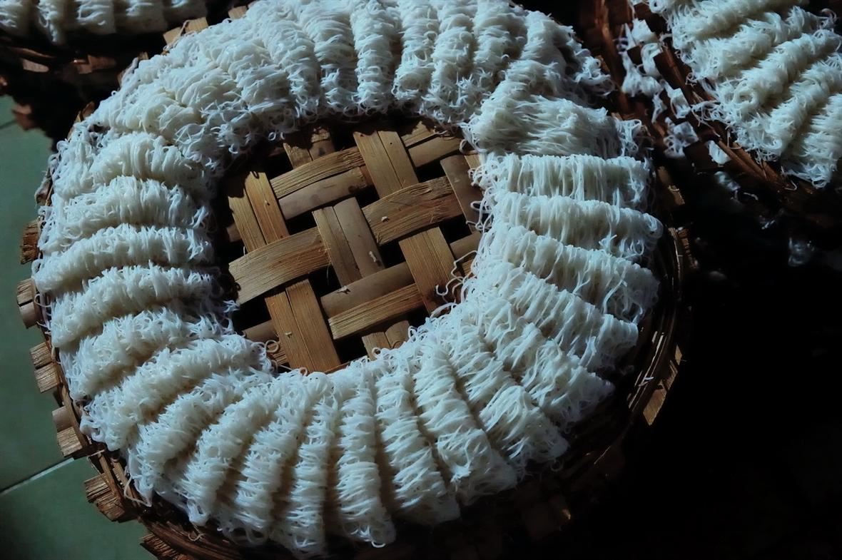 푸용(Phú Long)의 바인호이(Bánh hỏi)