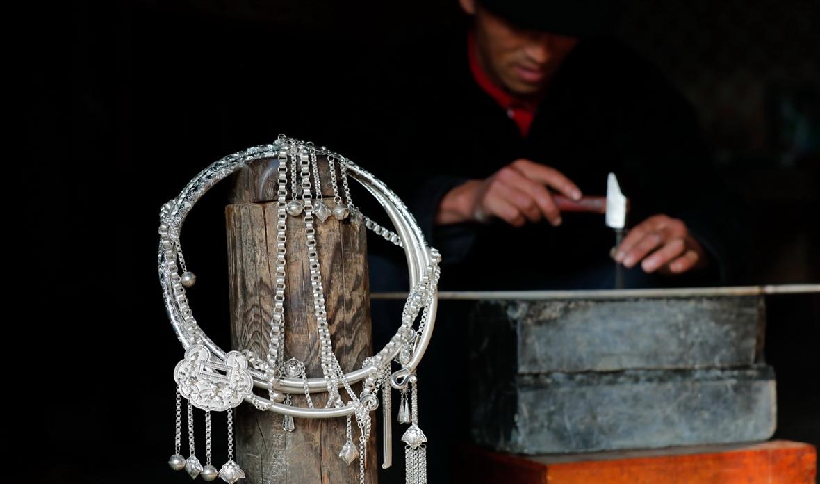 Резьба по серебру в Лаоса
