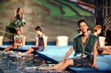Colección de moda de brocado de Minh Hanh