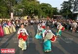 Animado festival callejero de Hue