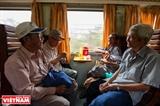Ruta de tren a  través de los suburbios de Saigón