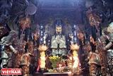 ボール紙で作られる100の像を保存する古いお寺