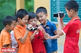 山岳地帯の子供たちは希望を分かち合うために、映画を作る