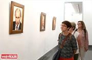 陶器の小片から作られるAPEC諸国の指導者の似顔絵
