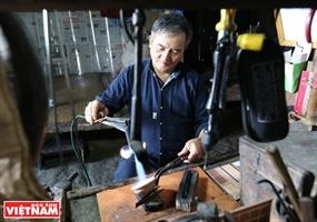 Последний серебряный мастер на горе По Ли Нгай