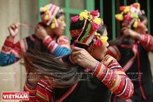 Головной убор женщин народности Лаху