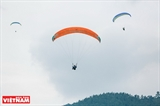 International paragliding tournament opens in Hanoi