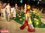 Tinh hoa áo dài Việt và những dấu ấn cá nhân