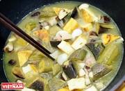 煮るグリーンバナナと豆腐