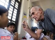 Учитель английского языка бедных детей центра Биньан