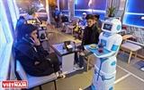 A Hanoi un café futuriste où le serveur est un robot